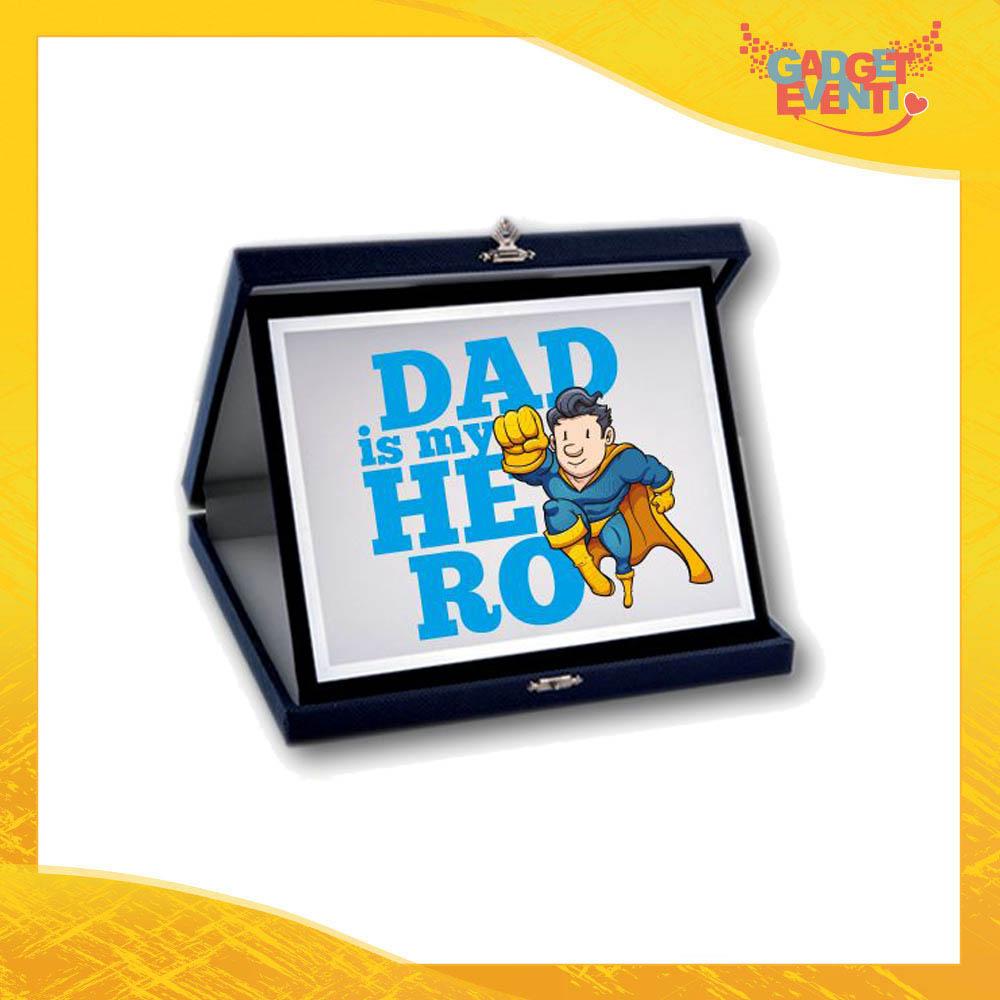 """Targa Decorativa Maschietto """"Dad is My Hero Supereroe"""" Idea Regalo Festa del Papà Gadget Eventi"""