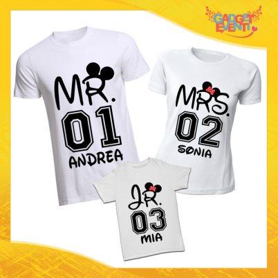 """Tris di T-Shirt Bianche """"Mr Mrs Junior con Nome e Numero"""" Magliette per Tutta la Famiglia Completo di Maglie Padre Madre Figli Idea Regalo Gadget Eventi"""
