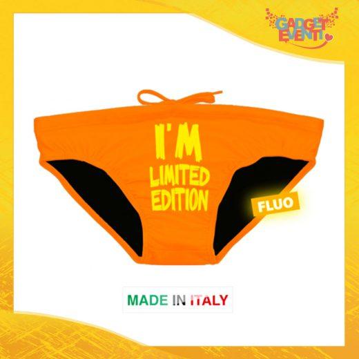 Esempio di Costume da Uomo Arancione Fluo Personalizzato Slip Maschile Articolo Estivo Linea Mare Gadget Eventi