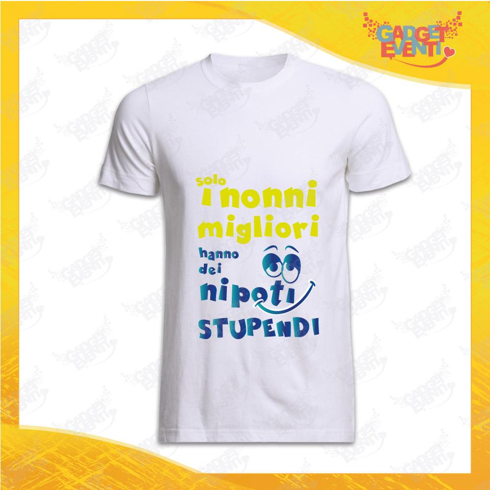 """Maglietta Uomo Bianca """"Nipoti Stupendi per Nonno"""" grafica Azzurra Idea Regalo Nonno T-Shirt Festa dei Nonni Gadget Eventi"""
