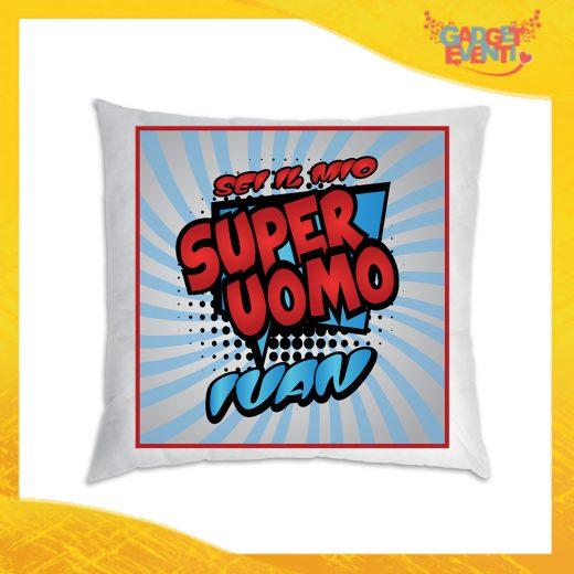 """Cuscino Love Quadrati Divano Letto Poltrona """"Super Uomo con Nome"""" Idea Regalo San Valentino per Coppie di Innamorati Gadget Eventi"""