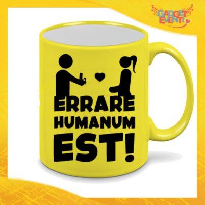 """Tazza Fluo Gialla Personalizzata """"Errare Humanum Est"""" Mug Colazione Breakfast Idea Regalo Per Addii al Celibato Gadget Eventi"""