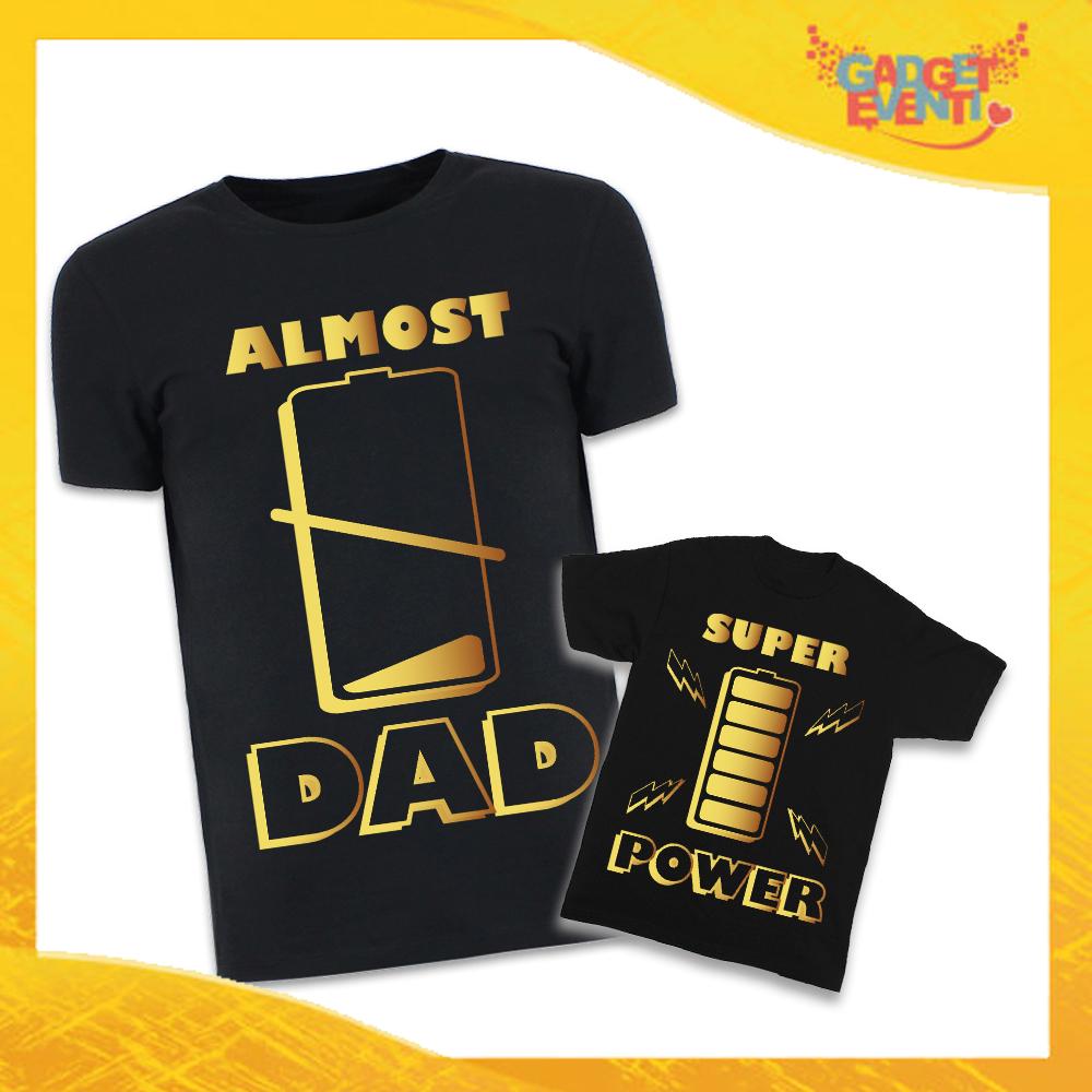 """Coppia di T-Shirt Nere Padre Figlio Grafica Oro """"Altro Che Picasso"""" Magliette Idea Regalo Originale Festa del Papà Gadget Eventi"""