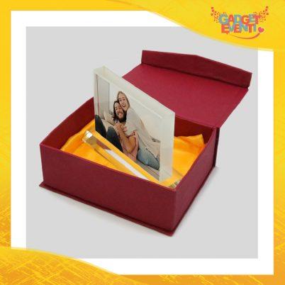 Cristallo a forma di rettangolo con base e confezioneideato per imprimere foto ricordo.